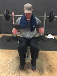 Bizeps Übung Hammer Curls Kurzhantel sitzend, Bizeps Training, Muskelaufbau, Hanteltraining Biceps