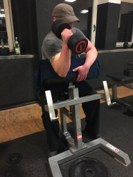 Bizeps Uebung an der Scott Bank mit Kurzhantel, Hammer Curls Bizeps Training, Muskelaufbau, Hanteltraining Biceps